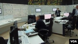 俄羅斯核電技術可靠性被網民質疑。俄羅斯南部沃羅涅日核電站內的控制室。沃羅涅日核電站機組與中國田灣核電站相似。(美國之音白樺)