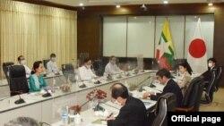 ႏိုင္ငံေတာ္ အတိုင္ပင္ခံပုဂၢိဳလ္ေဒၚေအာင္ဆန္းစုၾကည္နဲ႔ ျမန္မာနိုင္ငံကို ေရာက္ရွိေနတဲ့ ဂ်ပန္နိုင္ငံျခားေရးဝန္ႀကီး Toshimitsu Motegi တို႔ေနျပည္ေတာ္ မွာ ေတြ႔ဆံု ေဆြးေႏြး (Myanmar State Counsellor Office)