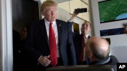 Президент США Дональд Трамп (слева)