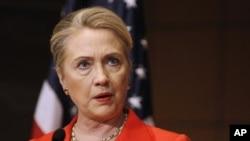 """Ngoại trưởng Clinton nói Hoa Kỳ cung cấp cho phe nổi dậy những trợ giúp """"không giết người"""""""