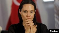 Angelina Jolie, Envoyée spéciale du HCR lors d'une conférence de presse en Turquie, dans le cadre d'une visite d'un camp de réfugiés à Midyat, le 20 juin 2015.