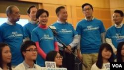香港特首選舉參選人林鄭月娥(左二站立者) (美國之音湯惠芸拍攝)