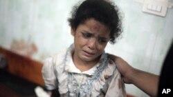 ក្មេងស្រីប៉ាឡេស្ទីនម្នាក់យំកាលពីថ្ងៃពុធទី៣០ ខែកក្កដា ឆ្នាំ២០១៤ ខណៈពេលទទួលការព្យាបាលរបួសដែលបណ្តាលមកពីការវាយប្រហាររបស់អ៊ីស្រាអែលទៅសាលារៀនមួយរបស់អង្គការសហប្រជាជាតិនៅតំបន់ Gaza Strip។