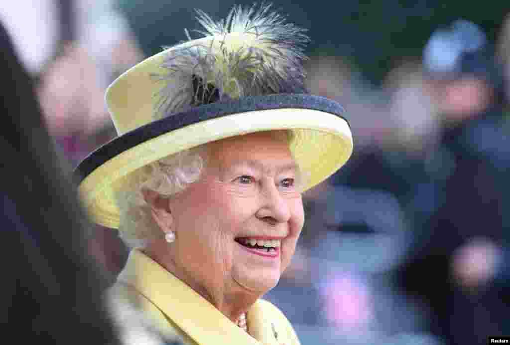 英国女王伊丽莎白二世。 她每年过两次生日,4月21日是正日,但官方庆祝活动在6月举行。
