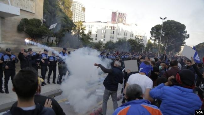 Opozita në protesta