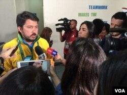 Mario Andrada, Rio Organizing committee spot after news conference, Aug. 13, 2016, Rio de Janeiro. (P. Brewer/VOA)