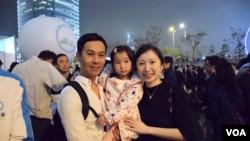 香港市民羅先生夫婦 (美國之音湯惠芸拍攝)