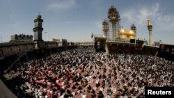 Người hành hương Shiite tập trung tại đền thờ Imam Moussa al-Kadhim ngày 5/3 để tưởng niệm đại giáo sĩ ngày.