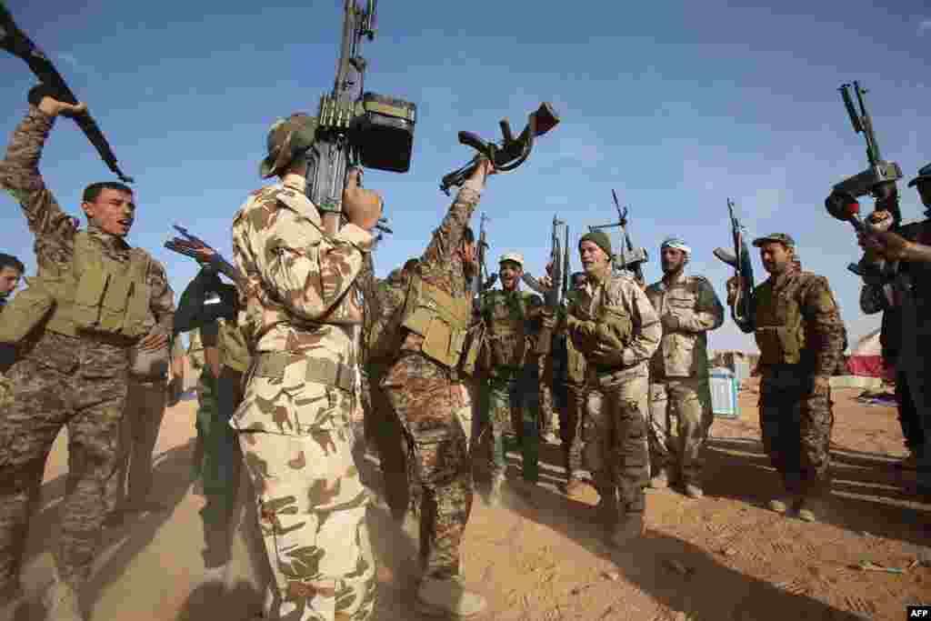 امریکہ کے نائب صدر جو بائیڈن نے داعش کے خلاف عراقی فوج کی 'قربانی اور بہادری' کو سراہا ہے۔