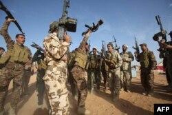 Cuộc phản công có được sự hỗ trợ của dân quân Shia và các chiến binh Sunni về phe chính phủ
