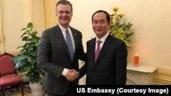 Đại sứ Mỹ Daniel Kritenbrink gặp Chủ tịch Việt Nam Trần Đại Quang trước Tết Nguyên đán hôm 29/1.