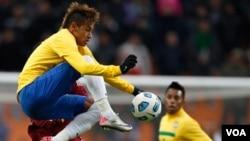 Neimar fue peligroso en los primeros minutos del partido, pero se vio frustrado luego de no lograr anotar. En lo segunda mitad no tuvo ni una sola llegada a meta rival.
