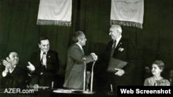 1979--cu ildə Bakıya meri A. Məmmədov Hyuston Şəhərindən gələn qonaqları salamlayır