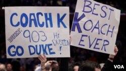 Los fanáticos de la Universidad Duke celebran a Mike Krzyzewski como el mejor entrenador de todos los tiempos.