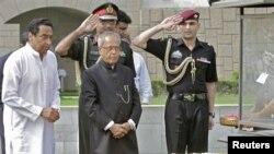 پرنب مکھرجی نے مہاتما گاندھی کی یادگار پر حاضری دی