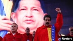 El presidente de Venezuela, Nicolás Maduro (der.) llamó a mantener vivo el 'sueño' del chavismo.