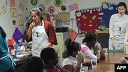 兒童餐館教低收入家庭兒童如何準備健康食物