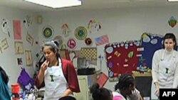 儿童餐馆教低收入家庭儿童如何准备健康食物