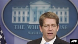 Phát ngôn viên Jay Carney nhắc lại lập trường của chính phủ Obama rằng việc các báo đăng tải những gì được WikiLeaks cung cấp là một việc làm 'đáng tiếc'