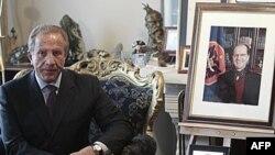Bedžet Pacoli u poseti porodici bivšeg kosovskog predsednika Ibrahima Rugove u februaru ove godine (arhiva)
