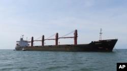 """美国司法部2019年5月9日照片:朝鲜用做煤炭运输的货轮""""智诚号""""。"""