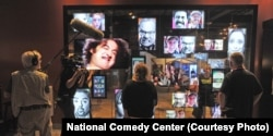 موزه کمدی نمایشگاههائی در باره تاریخچه این هنر در آمریکا برگزار میکند
