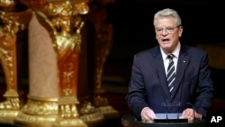 German President Joachim Gauck delivers speech after ecumenical service commemorating slaughter of Armenians by Ottoman Turks, Berlin Cathedral Church, April 23, 2015.
