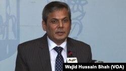 Juru bicara kementerian luar negeri Pakistan, Nafees Zakaria memberikan keterangan kepada media di Islamabad (foto: dok).