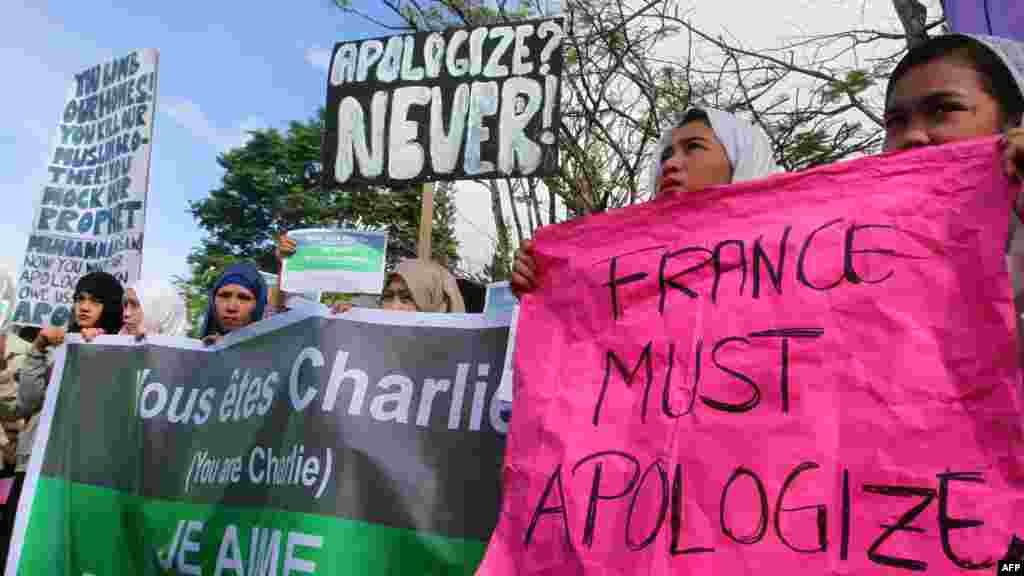 Filipino Muslim students, religious and community leaders stage a protest against the French satirical magazine Charlie Hebdo in Marawi City, southern Philippines, Jan. 14, 2015.