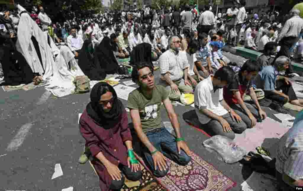 در هنگام اعتراضات خیابانی سال ۸۸، آقای رفسنجانی در نماز جمعه خود خواستار دلجویی از آسیب دیدگان و آزادی زندانیان شد. در این نمازجمعه معترضان حاضر شده و نماز خواندند که با حاشیه هایی همراه شد.