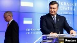 Херман ван Ромпей и Виктор Янукович после совместной пресс-конференции по окончании шестнадцатого саммита Украина – ЕС. Брюссель, Бельгия. 25 февраля 2013 года