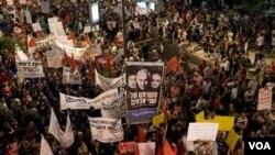 Ribuan warga Israel melakukan unjuk rasa di kota Tel Aviv memprotes kenaikan harga, Minggu (31/7).
