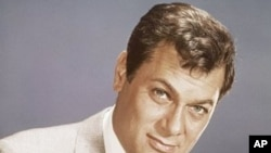 Actor Tony Curtis (file photo)