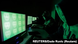 Saopštenje Majkrosofta ukazuje na to koliko su savetnici oba izborna štaba u opasnosti od digitalnih špijuna širom sveta, uoči predsedničkih izbora 3. novembra; ilustrativna fotografija (REUTERS/Dado Ruvic )