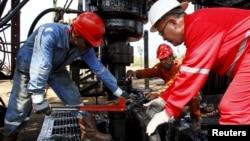 2015年3月20日委内瑞拉石油工人在工作