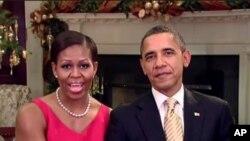 圖為奧巴馬總統和夫人向全國致意節日祝福資料照。