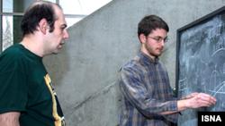 دکتر نیایش افشردی (سمت چپ) و دکتر الیوت نلسون