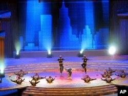 深圳农民工表演反映自己生活的舞蹈