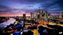 Bankaların merkezlendiği Frankfurt'ta güneş batarken