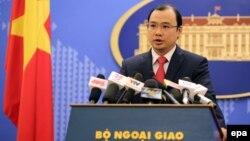 Người phát ngôn Bộ Ngoại giao Việt Nam Lê Hải Bình trong một cuộc họp báo tại Hà Nội.