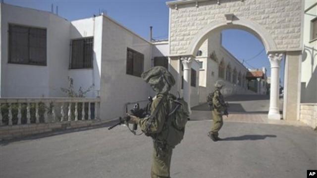 Israeli soldiers patrol in the village of Ghajar between northern Israel and Lebanon, 10 Nov 2010