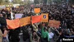 13일 파키스탄 라호르에서 폭탄 테러에 항의하는 시아파 교도들.