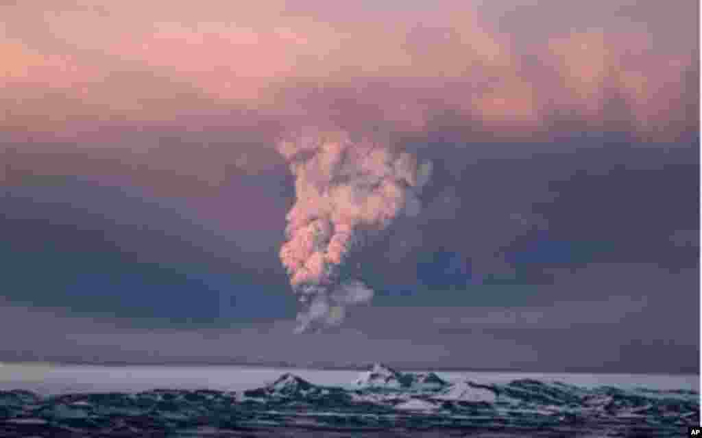 In this photo taken on Saturday, May 21, 2011, smoke plumes from the Grimsvotn volcano, which lies under the Vatnajokull glacier, about 120 miles, (200 kilometers) east of the capital, Rejkjavik, which began erupting Saturday for the first time since 200