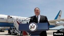 Ngoại trưởng Mike Pompeo phát biểu với truyền thông tại căn cứ Không quân Andrew, Maryland, ngày 23/6/2019 trước khi đi thăm Ả Rập Xê-út.