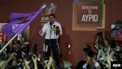 20일 알렉시스 치프라스 그리스 전 총리가 이끄는 시리자 당이 조기총선에서 승리한 후 치프라스 전 총리가 지지자들을 향해 연설하고 있다.