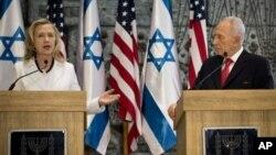 16일 기자회견 중인 클린턴 미 국무장관(왼쪽)과시몬 페레스 이스라엘 대통령 .