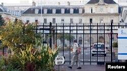 巴黎城東邊一座軍醫院的入口。一名女護士志工在利比里亞感染伊波拉病毒後住進這家醫院,她在接受治療後已經出院。