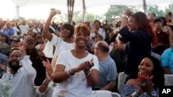 Obožavatelji Arete Frenklin na koncertu u Detroitu u njenu čast