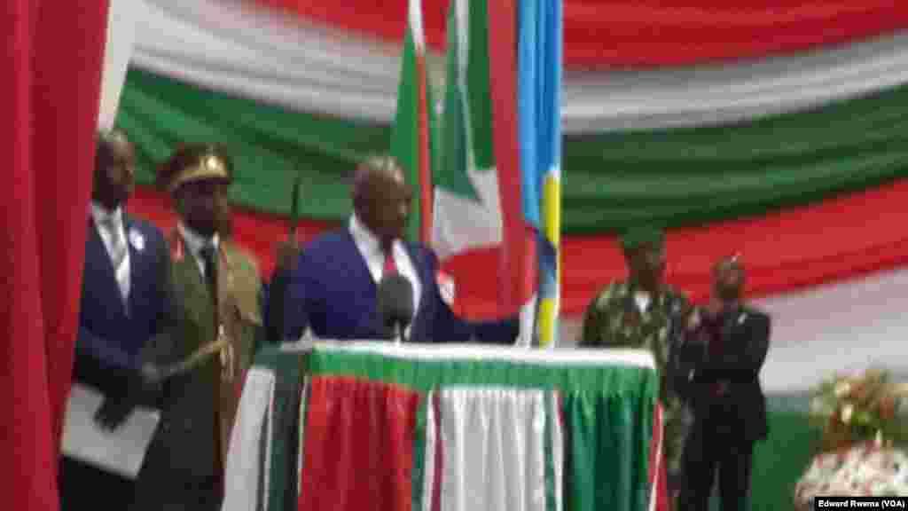 Le président burundais réélu Pierre Nkurunziza prête serment auprès de la Cour constitutionnelle à Bujumbura, Burundi, 20 aout 2015