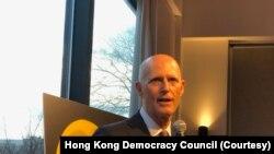 资料照:共和党联邦参议员斯科特(Sen. Rick Scott, R-FL)2020年3月9日晚间对香港民主委员会成员发表讲话。
